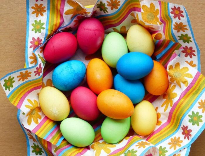 Мраморные яйца с зеленкой на Пасху