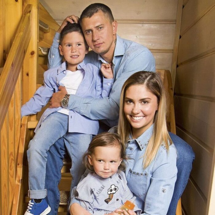 Агата Муцениеце и Павел Прилучный развелись