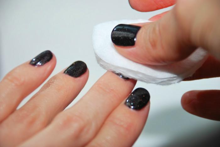 Как снять гель-лак в домашних условиях без вреда для ногтей